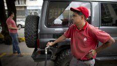 A pagar más. En breve, Venezuela dejará de tener el precio de los combustibles más baratos del mundo.