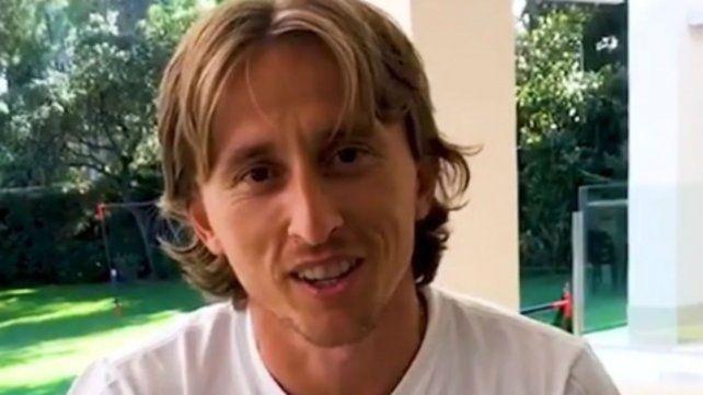 Modric grabó un saludo para Macri y le regaló una camiseta