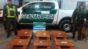 Descubren 100 kilos de cocaína ocultos en mesas de  madera