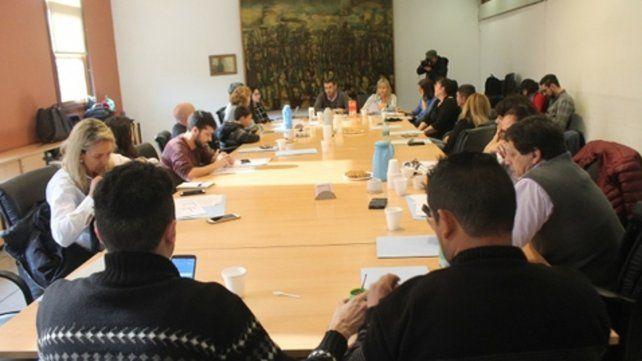 En reunión. Diversos referentes de la sociedad civil trabajaron sobre la formalización de la institución.