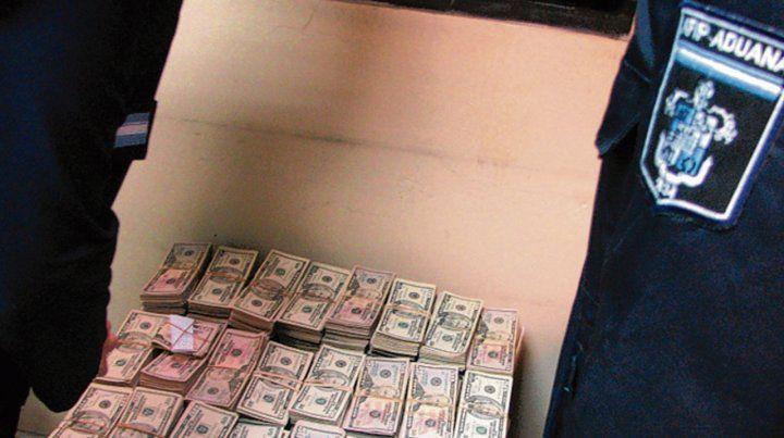 En 2007. Antonini trató de ingresar al país una maleta con u$s 800 mil.