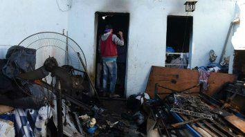 El fuego consumió colchones, ropa y electrodomésticos.