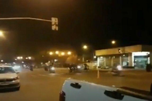 Otra vez las picadas clandestinas en Oroño y Lamadrid. (Foto: @emergenciasAR)
