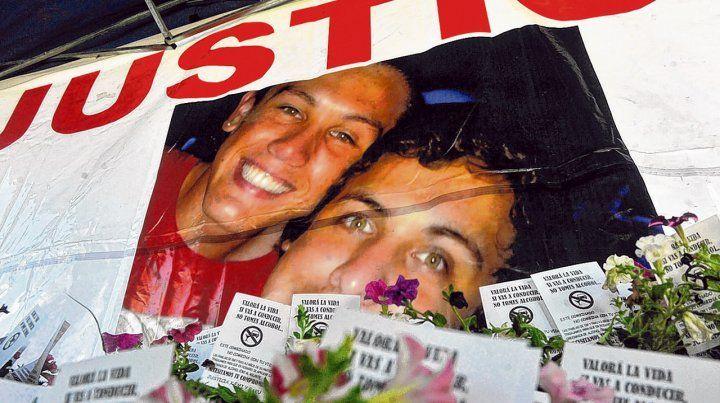 Homenaje. Los rostros de Emi y Faku son la imagen de campañas viales.  Valorá la vida. Si vas a conducir