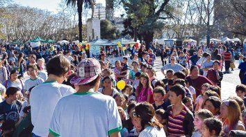 Concurridas. La plaza de Los Mástiles, así como las de Los Juegos, La Fuente y La Rotonda, se llenan los domingos.