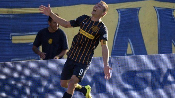 Marco histórico. Ruben celebra el 2 a 0 ante Newells en febrero de 2016.