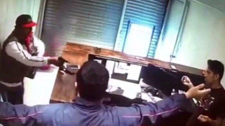 Intentó robar un local y recibió una golpiza de los empleados