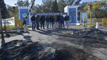 Protesta por despidos en la Fábrica de Armas de Fray Luis Beltrán