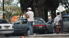 En la ciudad de Santa Fe, sacan a los trapitos de los lugares donde hay estacionamiento medido. (Foto de archivo)