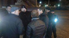 periodistas increpados por manifestantes en el monumento