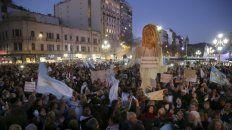 multitud. Los manifestantes, frente al Congreso, focalizaron su bronca en la figura de Cristina Kirchner.