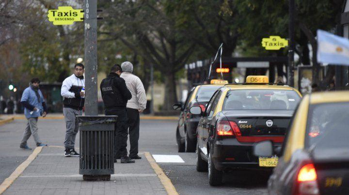 Los taxistas en la terminal. Hubo varios episodios de violencia.