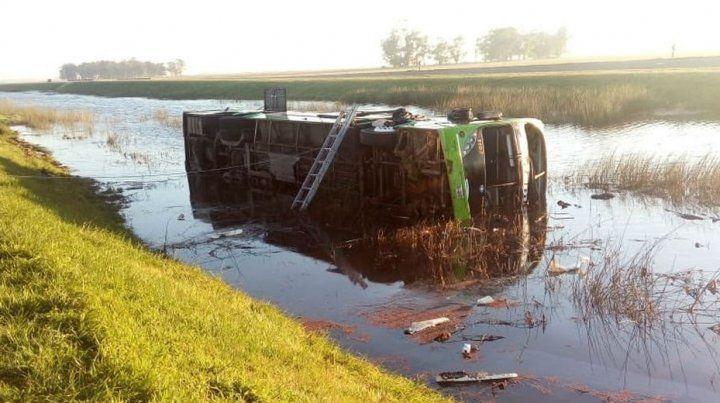 Tres muertos y más de 20 heridos al volcar un ómnibus cerca de  Mar del Plata