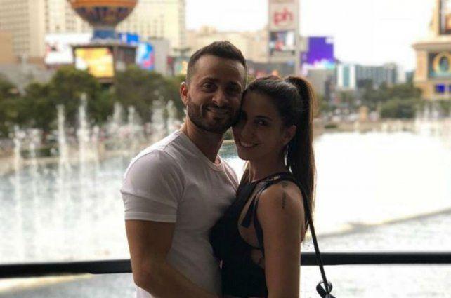 El empresario rosarino y la modelo pasearon juntos en el exterior.