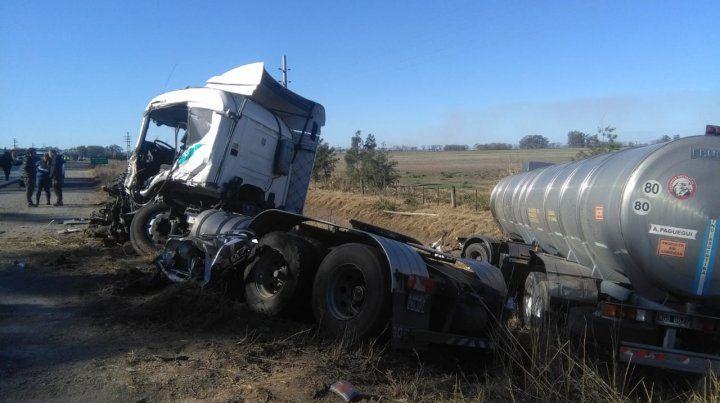 Dos heridos graves tras un choque entre tres camiones en la ruta A012