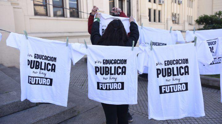 Los docentes de la UNR confirmaron la continuidad de la medida de fuerza