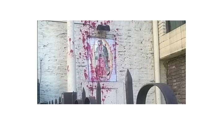 Atacaron un imagen de la Virgen.