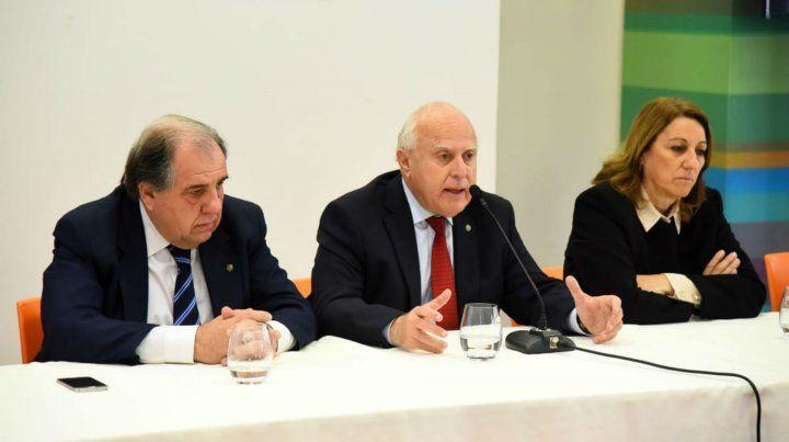 El gobernador junto a la intendenta Fein y el ministro de Obras Pública Morini.