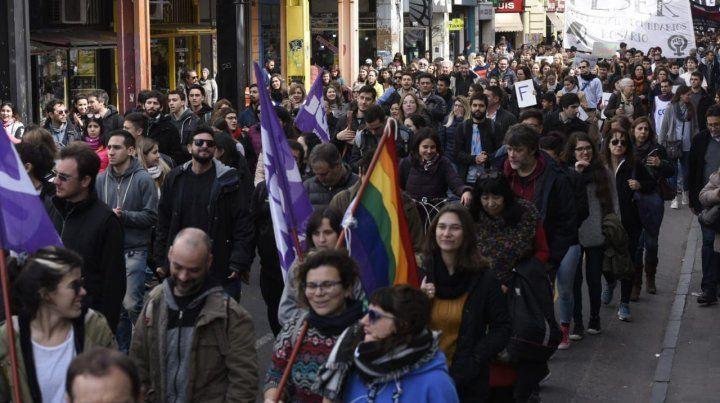 Una multitudinaria marcha cerró filas en defensa de la universidad pública