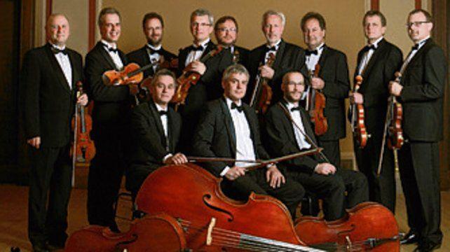 Orquesta checa en el teatro El Círculo