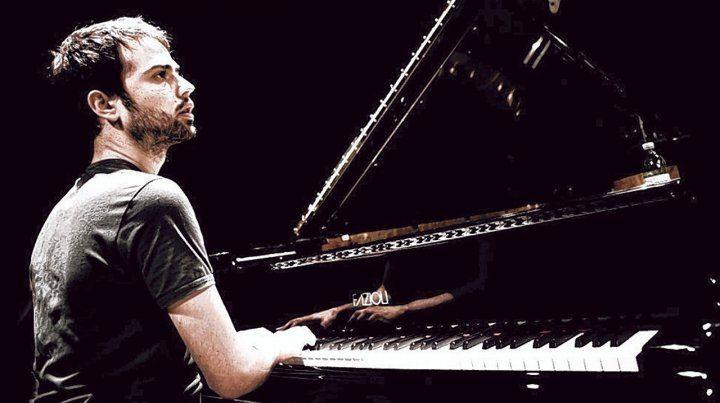A solas. El pianista hizo largas giras acompañando al legendario trompetista italiano Enrico Rava.