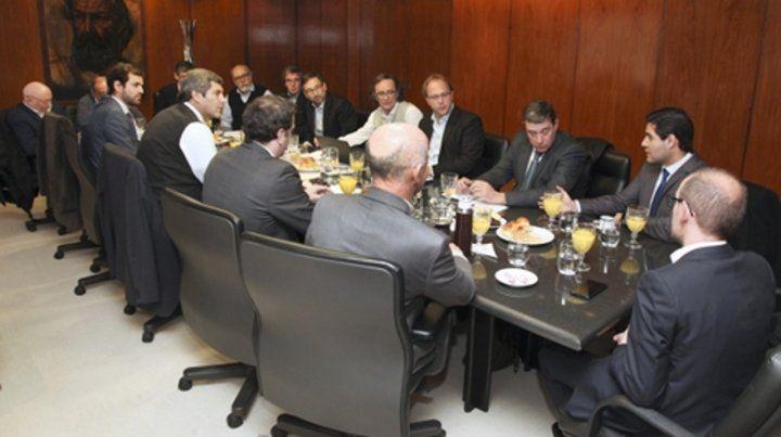 Guerra de tijeras. Ministros provinciales negocian los recortes con funcionarios nacionales.