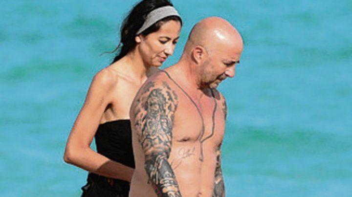 Sampaoli descansa con su novia en las playas de Miami