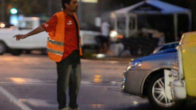 López Molina dijo que no está permitido cobrar estacionamiento frente a la exRural
