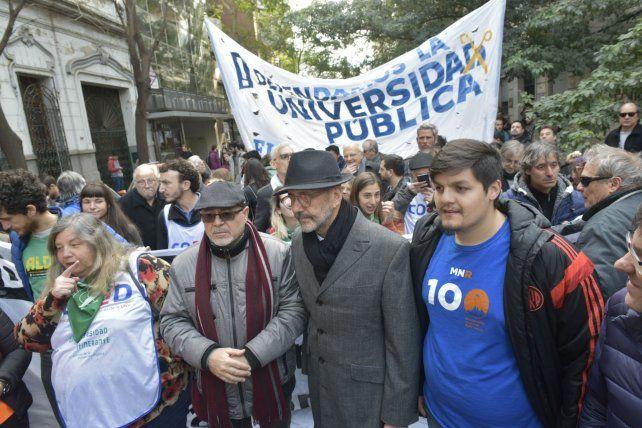 El rector de la UNR participó de la marcha llevada a cabo el jueves.