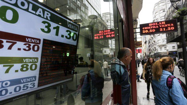 Megadevaluación. El peso perdió valor en lo que va del año. Fuerte demanda de divisas.