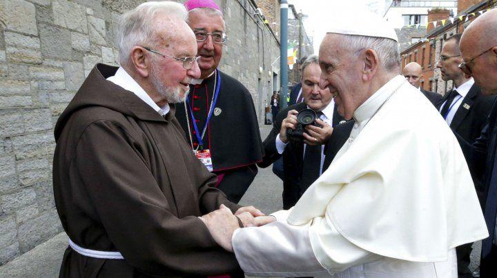 Saludo. Francisco ayer en Dublín