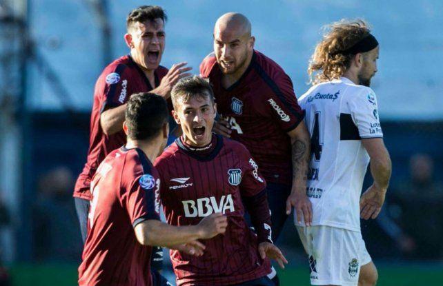 Andrés Cubas marcó uno de los goles para la victoria de la T.