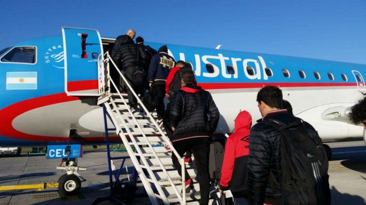 El plantel partió en un vuelo de Austral rumbo a la provincia cuyana.