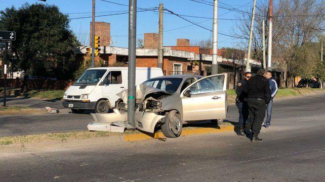 Murió una mujer tras el choque de un auto contra una columna
