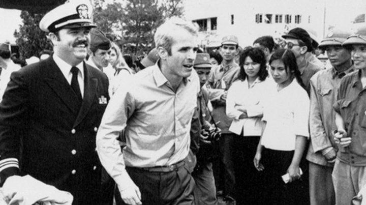 Libre. McCain deja Vietnam el 14 de marzo de 1973. Volvería como amigo.