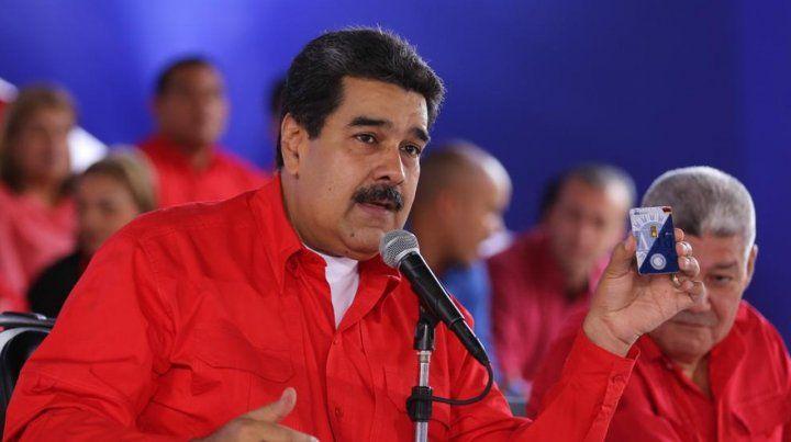 Maduro recurre al oro para tratar de que los venezolanos ahorren