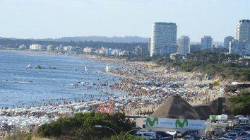 Las playas de Punta del Este, el lugar más visitado por los argentinos en la temporada estival.