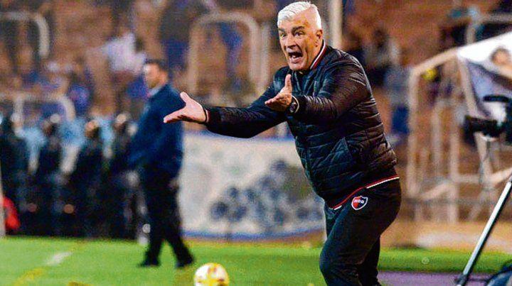 Sinceridad al palo. El entrenador rojinegro no le esquivó al bulto tras la derrota.