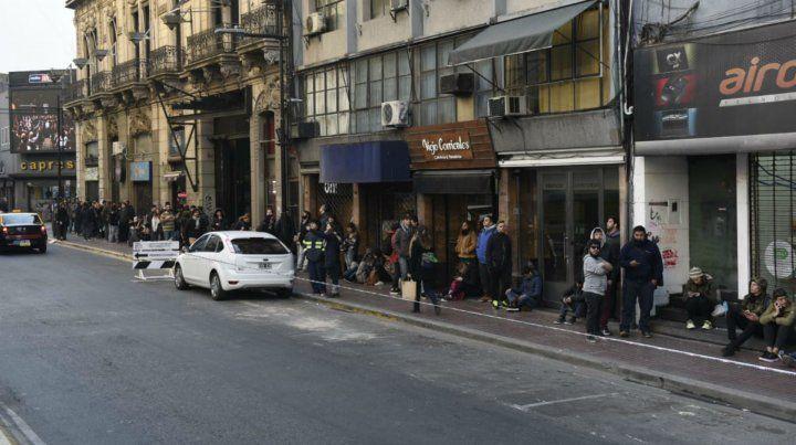 Los fans hacen colas en Corrientes al 700