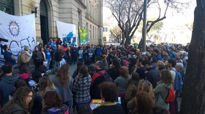 La universidad no se toca. El reclamo salarial de los docentes quedó  ligado a una fuerte defensa de la educación pública y pedido de  presupuesto.