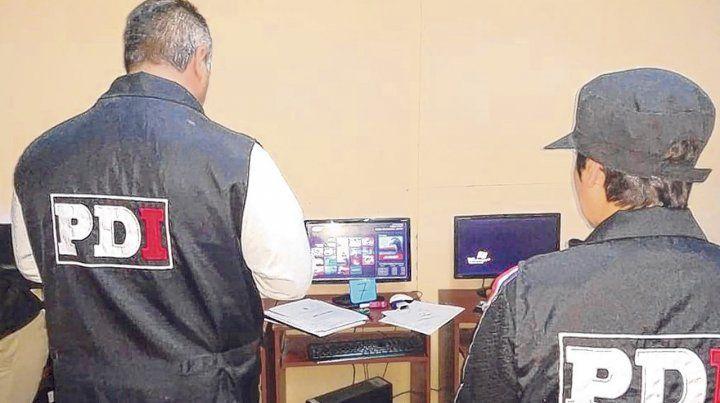 Allanamiento. En el procedimiento de la Policía de Investigaciones en Casilda se incautaron 75 computadoras.