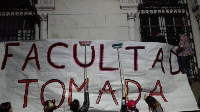 Estudiantes tomaron la Facultad de Humanidades en la previa de la marcha