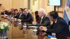 Cumbre. El presidente Mauricio Macri recibió ayer a unos veinte  rectores, entre ellos el de la UNR, ante quienes se comprometió a hacer  el máximo esfuerzo para arribar a un acuerdo.