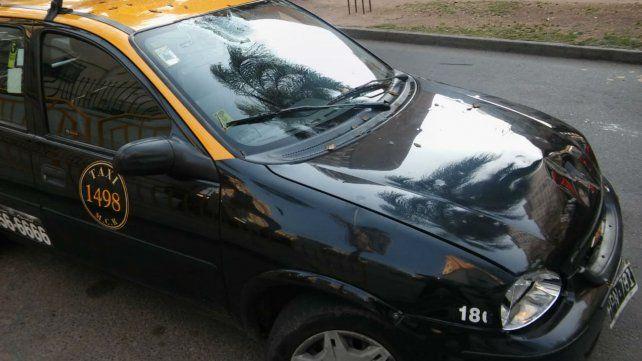 Una rama cayó sobre el capó de un taxi que circulaba por Oroño