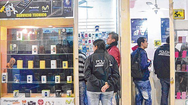 Cuevas. Las autoridades procuran ahora cortar el circuito del robo y la venta de teléfonos celulares.
