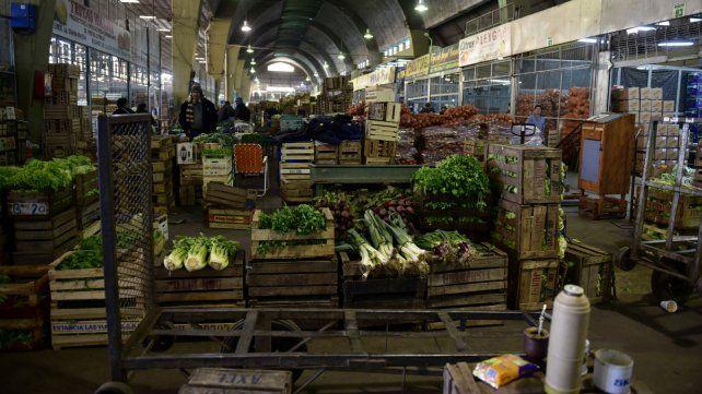 La resolución de la Justicia Federal alcanza a los grandes centros de distribución de frutas y verduras.