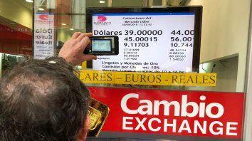 el dolar se disparo, supera los 40 pesos y hay incertidumbre en la city rosarina