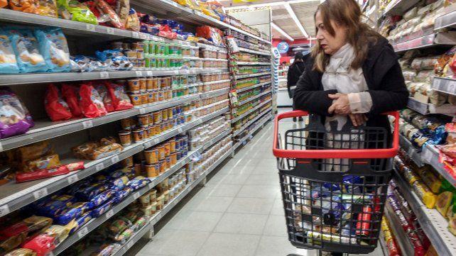 Los supermercadistas afirman que la suba del dólar tendrá un impacto importante en los precios de góndola