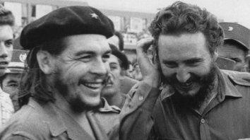 Sonrisas de una época lejana. Ernesto Guevara y Fidel Castro.
