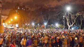Pellegrini y Buenos Aires. Los manifestantes protestaron a metros de la plaza López.